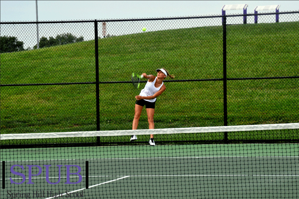 During+her+number+one+singles+match%2C+on+Sept.+10%2C+Izzy+Williams%2C+11%2C+servers+to+her+opponent.+She+placed+1st+in+number+one+singles+at+the+home+Quad+against+Gardner%2C+DeSoto%2C+Baldwin.+%28Photo+by+L.Kuhn%29