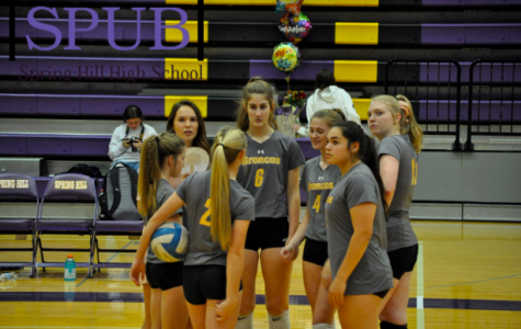 At the start of the varsity volleyball game, the team huddles together. They are talking about the game (Photo by B.Reber).