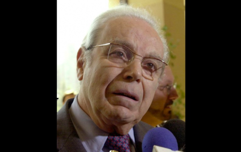 On March 28, 2001, Pérez de Cuéllar, former UN General Secretary, speaks to reporters. He died on March 4 (Photo Courtesy of AP Photo and Santiago Llanquin).