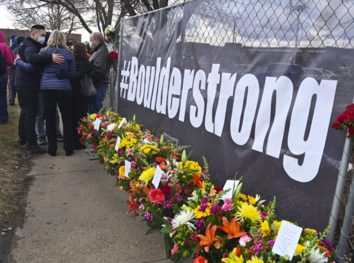 After 18 people died in a shooting at a supermarket in Colorado, President Biden announced plans to tighten gun laws (photo courtesy AP News).
