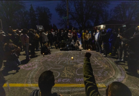 A crowd of citizens forms in remembrance of Daunte Wright after the shooting (photo curtsey AP News).