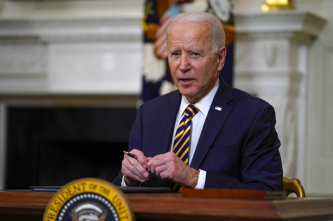 President Joe Biden is going to sign an executive order increasing the minimum wage for federal contract workers on April 27 (photo courtesy AP News).